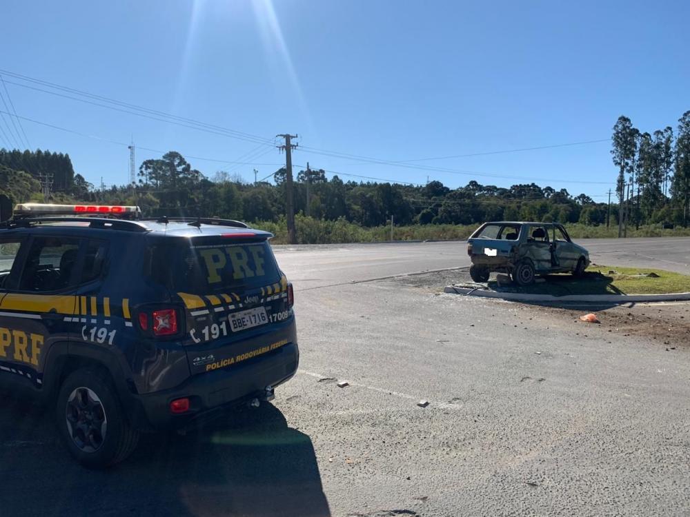 PRF atende acidente com vítima em Rio Azul/PR