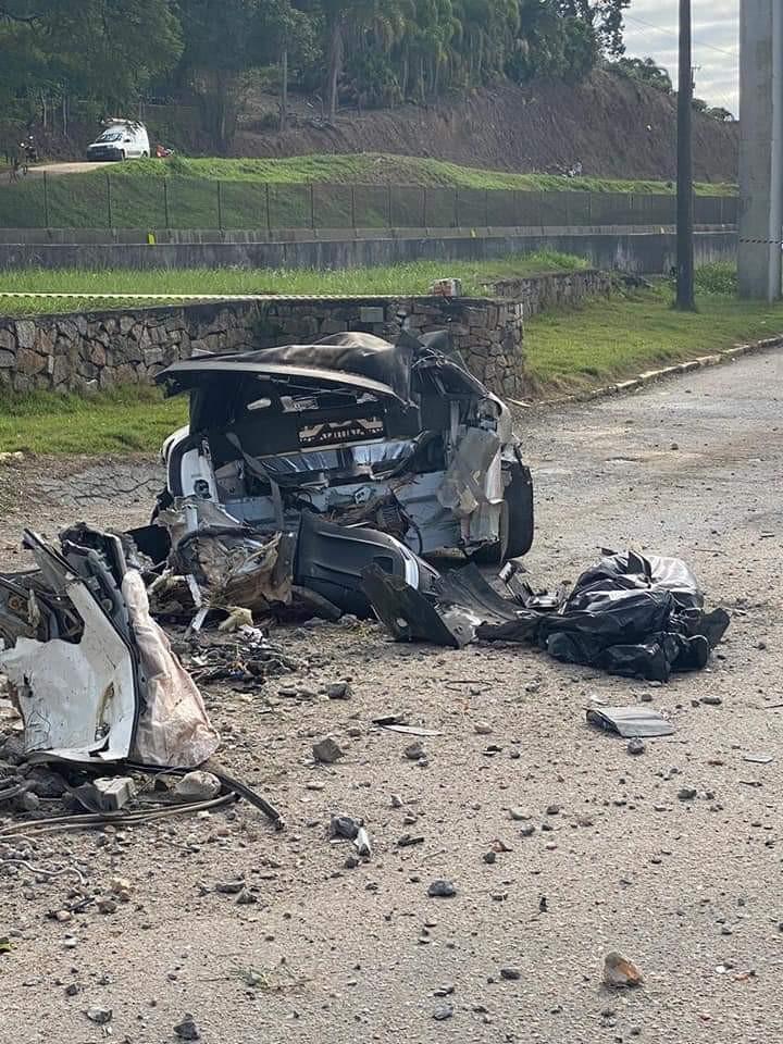 Empresário bate carro avaliado em R$ 1 milhão a 300 km/h e morre na hora