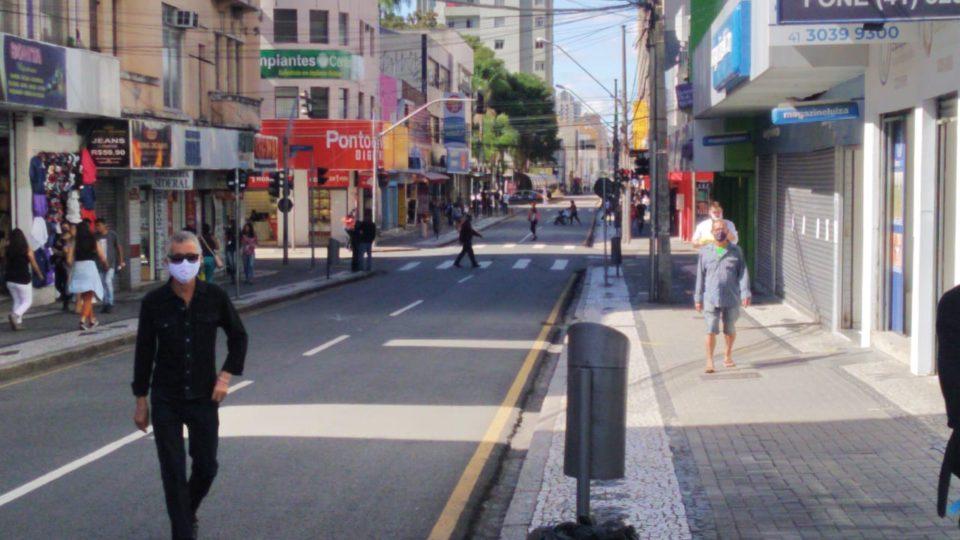 Medidas restritivas afetam funcionamento do comércio (Foto: Arquivo Banda B)