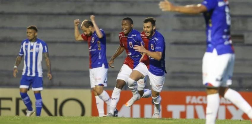Paraná Clube voltou a vencer após quatro rodadas na Série B. (Geraldo Bubniak/AGB)