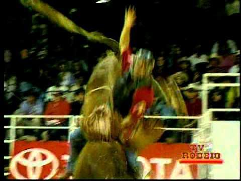 NOSTALGIA: Conheça Carlos Boaventura, único peão a parar 8 segundos no temido touro bandido